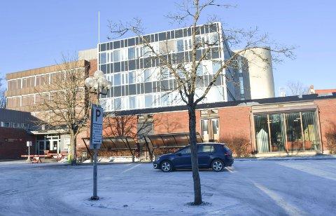 Skolebygg: Indre Østfold rådhus i Askim skal også romme skole. Her skal voksne studenter, som jobber i kommunene, få faglig påfyll og høyere utdannelse.