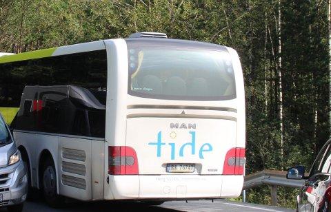PREIKESTOLVEGEN: Tide Buss frakter i dag turister mellom Tau og parkeringsplassen ved Preikestolen Fjellstue. Arkivfoto.