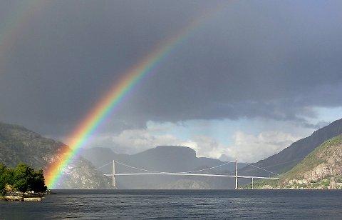 VINDMÅLING: Dei komande vekene blir vindforholda på Lysefjordbrua målte.