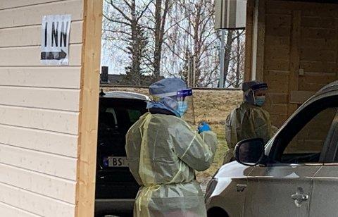 I påska var det drive-in-testing ved gamle Egge videregående skole. Det er der koronatestingen i Steinkjer foregår.