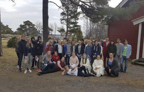 Årets kirkelgie konfirmanter:  Bildet er tatt på konfirmasjonsleiren på Knattholmen hvor de fleste av konfirmantene deltok.