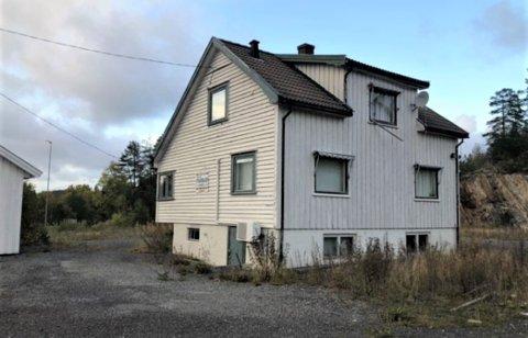 FORLATT: Huset har ikke vært bebodd på mange år.