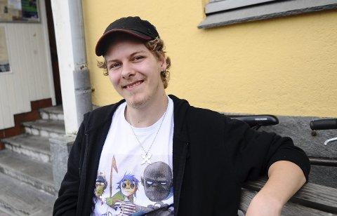 Pokemonmann: Og litt Ironman. Tony «Stark» Sørstrand fra Smøla er bosatt i Nord-Norge og ferierer på hjemtraktene hvor han slapper av og jakter Pokémon.
