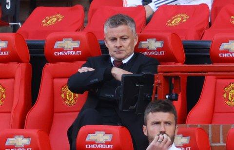 Manchester United sjef Ole Gunnar Solskjær så ikke akkurat fornøyd ut der han fulgte kampen hjemme mot Crystal Palace. Det hadde han heller ikke særlig grunn til. De røde djevlene tapte til slutt 1-3.