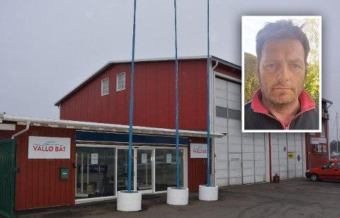 FORTVILET: Daglig leder Rune Sandvik ved Vallø Båt håper at det ikke blir funnet flere bomber på Vallø.
