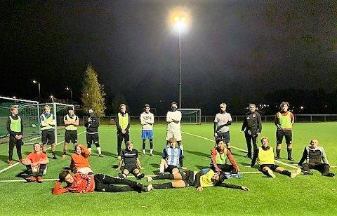 TILBAKE PÅ PLASS: Juniorspillerne er tilbake på plass, trener og har det gøy.