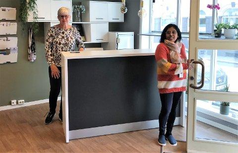 KLARE: Rita Riksfjord (til venstre) og Kumari Sandaya Amadoruge er klare til å ta imot et stort antall minoritetskvinner i de nye lokalene til Stella kvinnesenter.