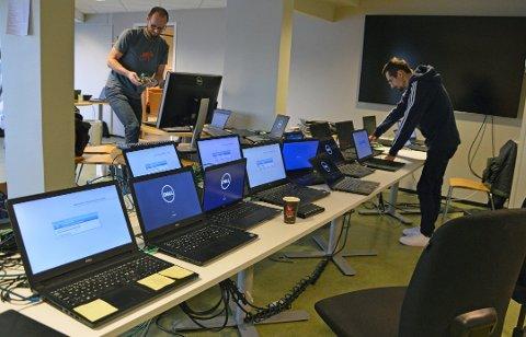 «VASKET» 1000 DATAMASKINER: Etter dataangrepet måtte Østre Toten kommune samle inn og «vaske» alle kommunale datamaskiner. Arkivbilde
