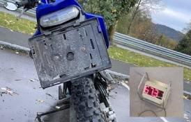 ALTFOR HØY FART: Moped har en tillatt makshastighet på 45 km/t. Denne mopeden viste seg å være ulovlig trimmet.