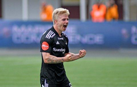 FROSTA-JUBEL: Edvard Sandvik Tagseth satte kampens siste mål da Rosenborg slo Tromsø 3-1 på bortebane søndag kveld.