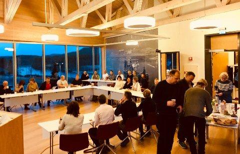 Fullt hus: Mange valgte å starte dagen på kommunehuset i Åmli i dag. Kommunen og næringslivsforeningen inviterte til frokost.