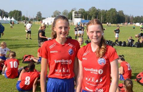 MÅLSCORERE: Det var Nora Kvervavik Bakkom (t.v) og Frøydis Bakka (t.h) som scoret målene i kampen som endte 2-2.