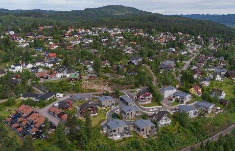 ROTNES: Bilde fra Tumyrhaugen og stasjonsområdet. Her ligger noen av prakteiendommene i Nittedal. (Arkivfoto: Per Arne Olsen)