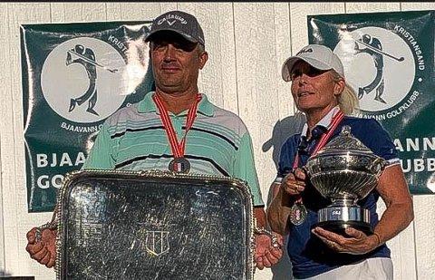 NM-VINNER: Tina Lindvall Selstad fra Drøbak Golfklubb ble norsk seniormester i golf. Her sammen med vinneren av herreklassen, Frank Tømmervik fra Borre Golfklubb.
