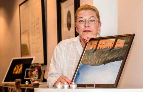 Tania Patricia Eymork stilte nylig ut bildene sine i Ås kulturhus.
