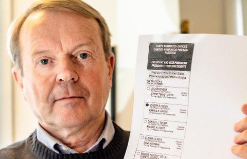 GÅR FOR BIDEN/HARRIS: Svein Magne Sirnes har fylt ut stemmeseddelen for presidentvalget i USA.