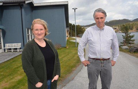 En tirsdag i uken blir det legekontor  på Straumsnes omsorgssenter. Da får Synnøve Naalsund   kommuneoverlege Bjarne Storset eller en annen av legene til utekontoret.