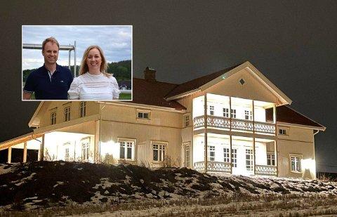 Karine Stigen Fjeld og Geir Ystgaard Larsen solgte leiligheten i Oslo, og er tilbake på bygda på Romerike, rett ved siden av Karines foreldre på Løken.