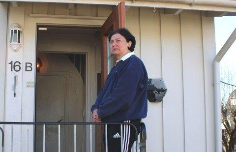 – VEMODIG: Irene Christensen (70) og mannen Per gjør seg klare til å snart ta farvel med huset de har kalt for hjem i 49 og 70 år.