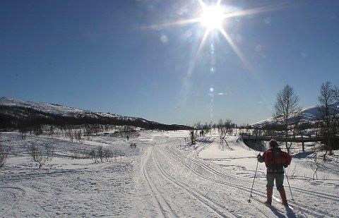 Til helgen blir det pent vær i Nord-Norge, men det advares mot å ferdes i fjellet med det første.