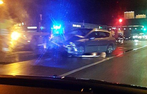En person ble kjørt til legevakt etter kollisjonen onsdag kveld.