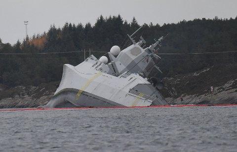 Fregatten veltet over på siden og ble liggende i fjæren.