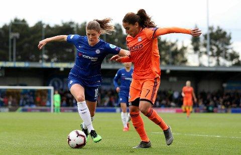 Maren Mjelde (til venstre) og Chelsea røk for Lyon i semifinalen.