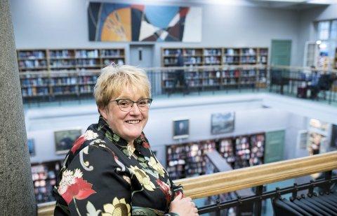 Det blir ikke noen endring i momssystemet, som vil gjøre bøker dyrere og dårligere vilkår for bokbransjen, lover kulturminister Trine Skei Grande.