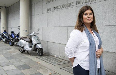Den kjente advokaten Birthe Eriksen bistår den tyske studenten, som hevder seg trakassert av professor Svein Larsen.