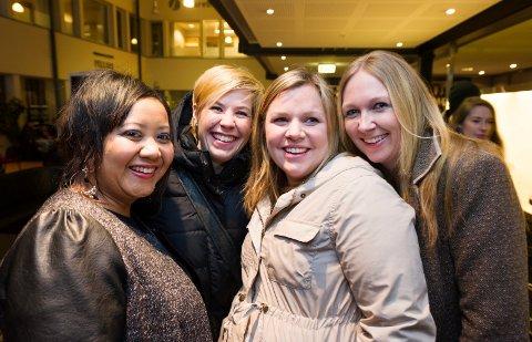 SPENTE JENTER: Siv Smørdal (34)(f.v.), Anette Venstad Petersen (35), Elin Jensen (28) og Lindis Vinje (34) er spent på hva den mye omdiskuterte filmen har å by på.