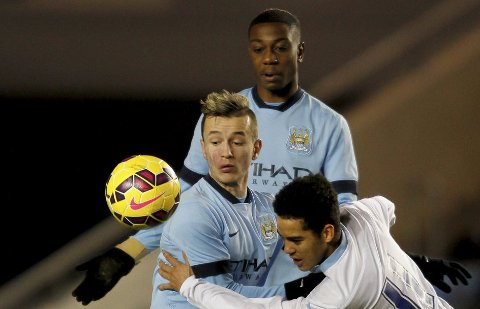 IMPONERER I CITY Bersant Celina i duell med Coventry Citys Devon Kelly.