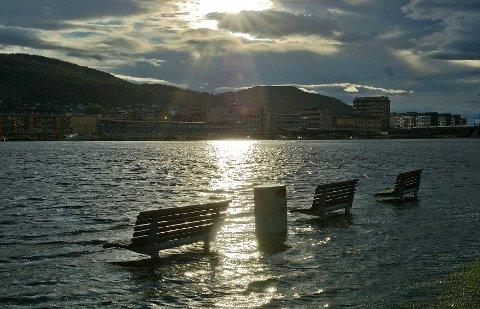 Slik så det ut da stormflo rammet Drammen i september 2011.