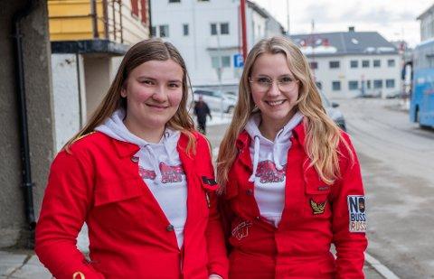 FORNØYD: Thea Seppola Kristiansen  (t.v.) og Silje Helgesen har klart å oppdrive et lokale for de 13 rødrussene i Nordkapp kommune.