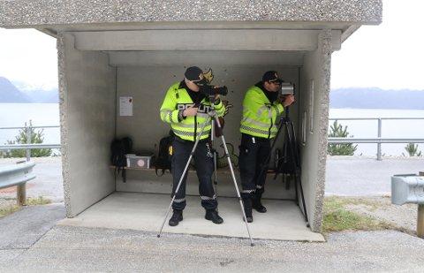 FARTSKONTROLL: Bilde frå ein tidlegare kontroll dei to UP-politimennene Inge Værøy og Einar Vereide gjorde på E39 (arkivfoto).