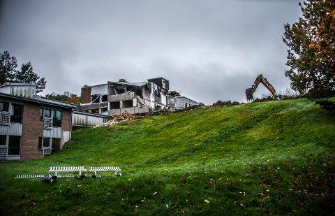 Da Onsøyheimen ble revet i 2017, hadde ikke Fredrikstad kommune noen krav  om fossilfrie byggeplasser. Det blir trolig vedtatt i bystyret 10. september. Iallfall var flertallet i formannskapet veldig positive til å innføre slike krav.