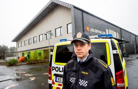 FOREBYGGENDE AVSNITT: Lars Fosse, leder for forebyggende avsnitt ved Fredrikstad politistasjon, er kjent med utfordringene i ungdomsmiljøet på Lisleby.