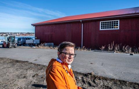 Planutvalgsleder Atle Ottesen (Ap) er helt klar på at arbeidsplassene til Sleipner Motor er viktigere enn at skuret fra 50-tallet skal få fortsette å stå på bedriftens tomt på Gressvik.