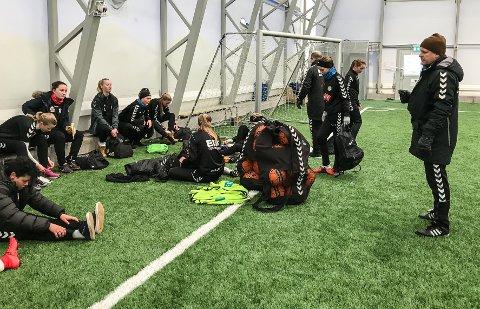 SAMARBEID: Eik- og Ørn-spillerne trener i kaldhallen på Nykirke to ganger i uka, og på Eikbanen to ganger i uka.