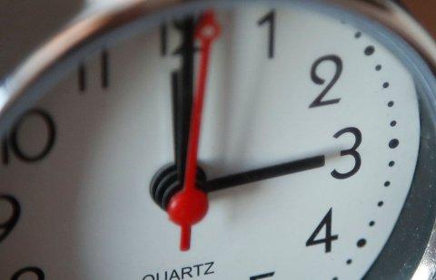 SOMMERTID: Stiller klokken din seg automatisk? Hvis ikke må du huske å stille den natt til søndag.