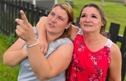 TO SØSTRE: – Etter alle disse årene er vi to sammen igjen, sier søstrene Agnieszka Wójcik (34) og Anna Katarzyna Kurantkiewicz (43). De to stråler av gjensynsglede og har fine dager sammen i Kongsvinger.