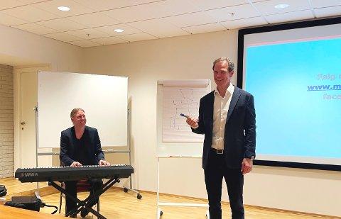 LYSERE: Halvor Haukerud (t.h.), her sammen med Bjørge Verbaan, har fått merke pandemien godt. Nå ser alt lysere ut.