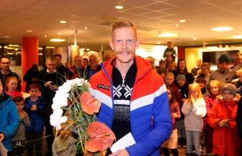 Robert Johansson ble hedret av Søre Ål IL og ordføreren mandag kveld.