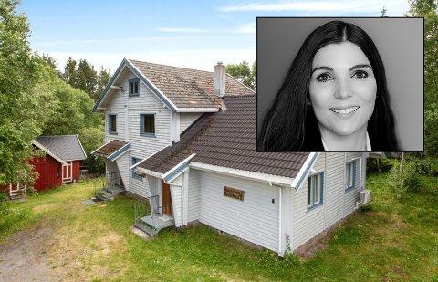 BEDEHUS: Eiendomsmegler Elisabeth Hanssen (innfelt) i Privatmegleren selger sitt første bedehus. Huset på Harestua har en prisantydning på 1.290.000 kroner.