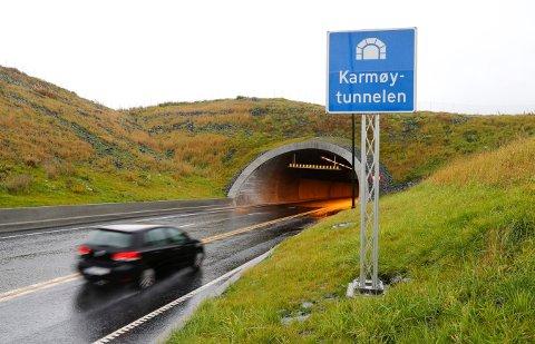 I Karmøytunnelen ble det bom stopp for den rusede mopedføreren.