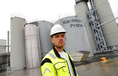 IMØTEGÅR NABOKLAGENE: Driftssjef Bård Helge Langelandsvik i Karmsund Protein AS på Husøyhåper sikrere drift og investeringer i nye renseanlegg kan stilne luktplagene nabolaget til Husøy-bedriften plages med.