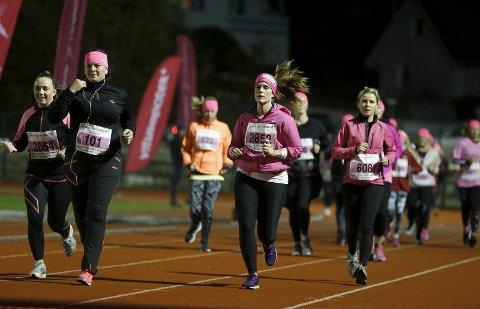 I FJOR: Anett Hovland, Grethe Lier Alne, Kristina K Aksnes og Aud Elisabeth Gaard var noen av de 1.000 mennesker som løp for kreftsaken i fjor.