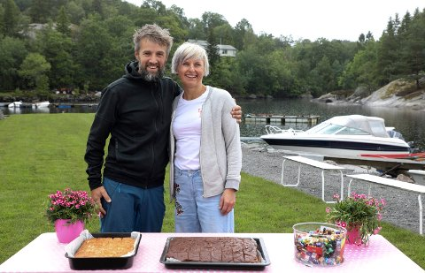 SATSER: - Vi har drevet Base Camp Ålfjorden  i ett år og ser at gjestene  kommer igjen, sier ekteparet Nils og Nina Matre.
