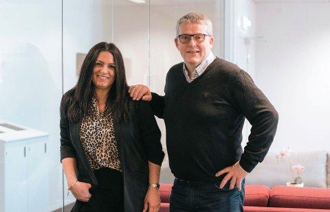 SATSER: Jessica Velde og Per Arne Fisketjøn står bak det nye reisebyrået som nå etableres på Haugalandet.