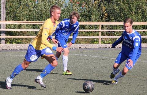 Asgeir Salamonsen (til v.) fra Leirfjord har syv mål på to kamper i Eliteserien i futsal.