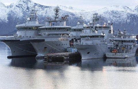 Varslet: K/V «Magnus Lagabøte»  (helt til høyre) vil komme stimende innover Leirfjorden, Bottenfjorden og Ransfjorden. Men ingen vet når.